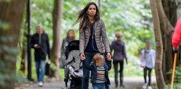 Marta Kaczyńska spaceruje z dzieckiem. Jeden szczegół bardzo wzrusza
