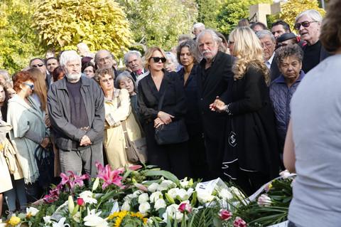 BROJNE KOLEGE SU JE ISPRATILE U VEČNOST: Milena Dravić sahranjena kraj svog supruga Dragana