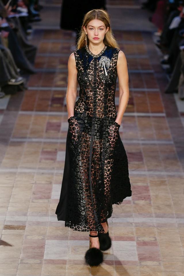 248ba7f2f624 Takie sukienki nosimy w karnawale! Trendy ze światowych wybiegów ...