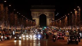 Świąteczne oświetlenie Pól Elizejskich w Paryżu sposobem na przyciągnięcie turystów?