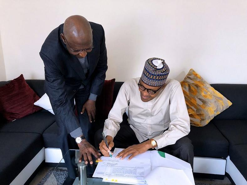 President Muhammadu Buhari signs Deep Offshore bill into law in London, with Chief of Staff Abba Kyari (Twitter: @BashirAhmaad)