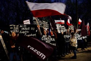 Zakończyła się pikieta Partii Razem przed KPRM. 'Kolejne działania ws. TK na drodze sądowej'