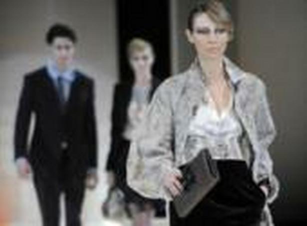Oprócz historycznych nawiązań do dekad i czasów naszej młodości, pojawiają się tendencje w modzie i stylu życia, które nie przyjmują się od razu i powtarzane są co kilka lat.. Fot. Bloomberg