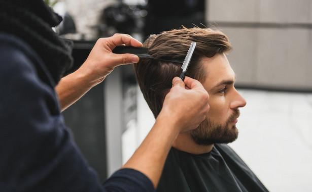 Salony fryzjersko-kosmetyczne nadal boleśnie odczuwają negatywne skutki trwającej pandemii.