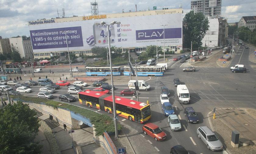 Kierowcy blokują skrzyżowanie na pl. Jana Pawła II