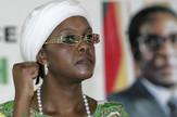 Pesnice su mi male, ali čuvajte se:Grejs Mugabe ispred postera Roberta Mugabea