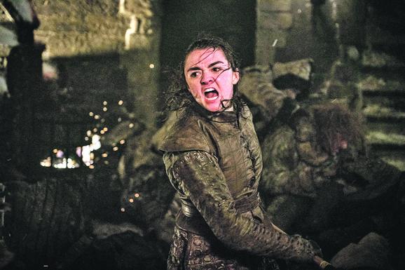 """Arja Stark je u poslednjoj sceni, gde odlazi na belom konju, otvorila novo pitanje: da li će ona biti novi """"King slayer""""?"""