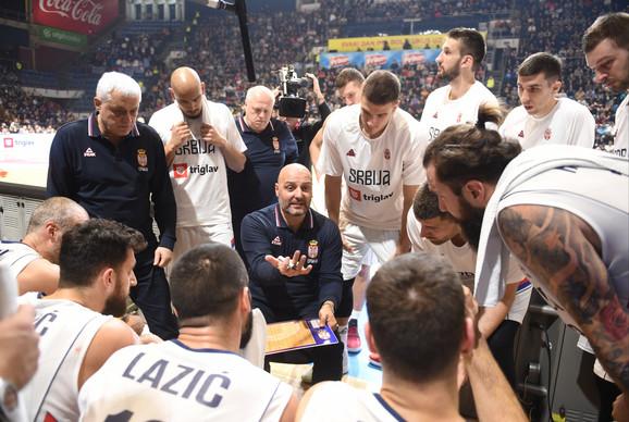 Selektor Đorđević i košarkaška reprezentacija Srbije na meču sa Grčkom u Mundobasket kvalifikacijama