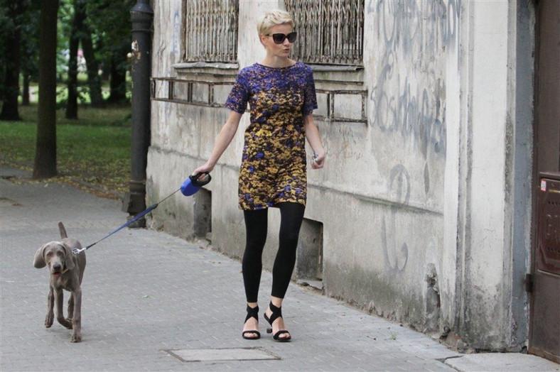 Czy buty, które założyła Małgorzata Kożuchowska na spacer z psem, są wygodne?