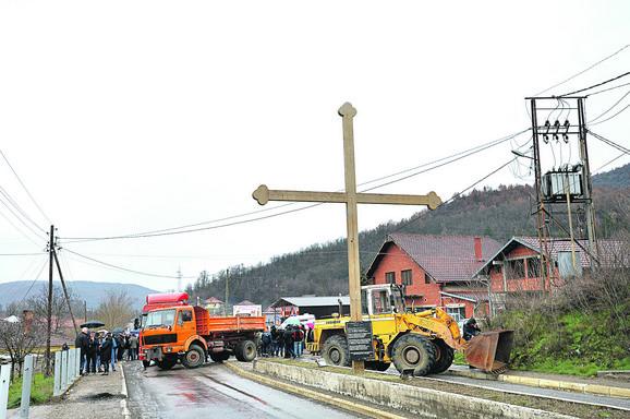 Magistralni put Priština-Raška u mestu Rudare juče je bio blokiran