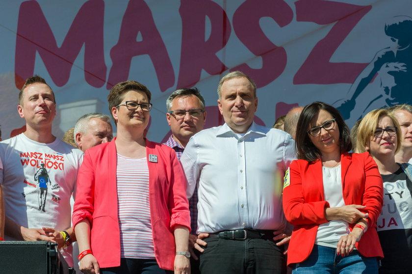 Kamila Gasiuk-Pihowicz, Grzegorz Schetyna, Katarzyna Lubnauer, Krzysztof Brejza, Barbara Dolniak na Marszu Wolności w maju 2018 r.