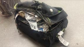 Zniszczona walizka pasażerki EasyJet. Wygląda, jakby uległa eksplozji