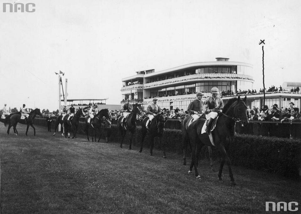 Prezentacja koni przed gonitwą, 1939 r.