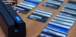 Podrabiali karty płatnicze. W rękach policji Polak i dwóch Łotyszy