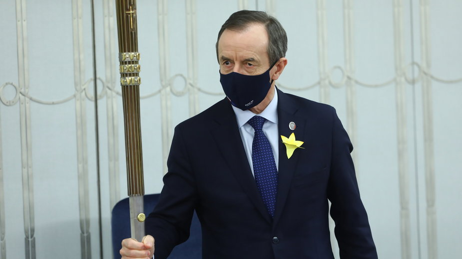 Marszałek Tomasz Grodzki na sali obrad Senatu w Warszawie