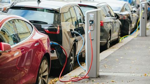 Elektromobilność w Polsce: punkty ładowania, zwolnienie z akcyzy, strefy czystego transportu