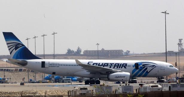 Linie EgyptAir podały, że samolot przed zaginięciem znajdował się na pułapie 37 tys. stóp (ponad 11 km) i zdążył pokonać 16 km w egipskiej przestrzeni powietrznej.