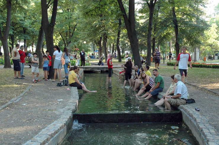 Nis 05 Najomiljenija zabava u parku Niske banje K Kamenov