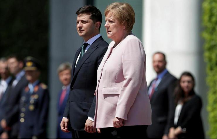 Volodimir Zelenski i Angela Merkel AP