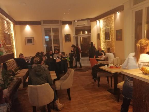 Prijatan kutak: Gosti u kafiću ostavljaju onoliko novca koliko misle da treba