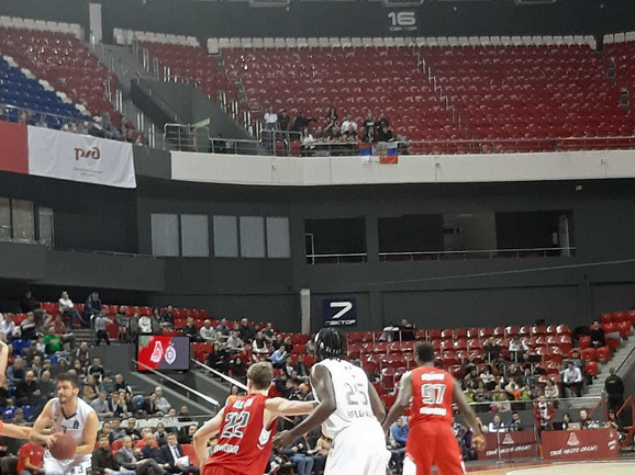 Navijači moskovskog CSKA bodrili su Partizan sa gornjeg