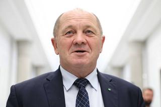 Sawicki o rezygnacji Szumowskiego: Rząd ma problem z wyjaśnieniem zakupów maseczek i respiratorów