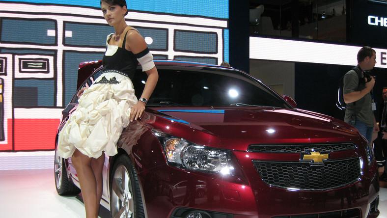Chevrolet Cruze i jego opiekunka