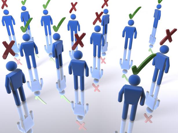 Różny sposób przeprowadzania badań tłumaczy w pewnym stopniu rozbieżności pomiędzy sondażami.