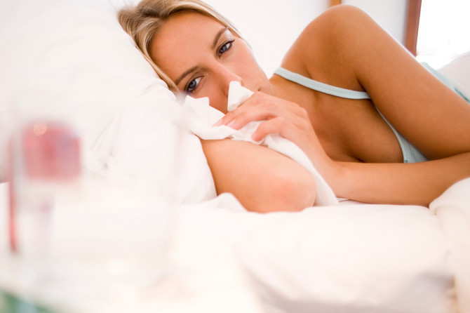 Prvi simptomi korona virusa slični su simptomima koji nastaju kao posledica prisustva alergena u vazduhu