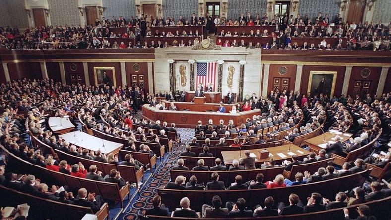 Republikanie biorą amerykański Kongres