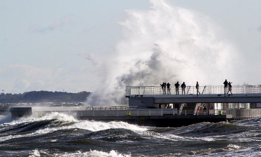 Porywy wiatru będą dokuczliwe w całym kraju. W sobotę na Bałtyku – sztorm, 10 w skali Beauforta
