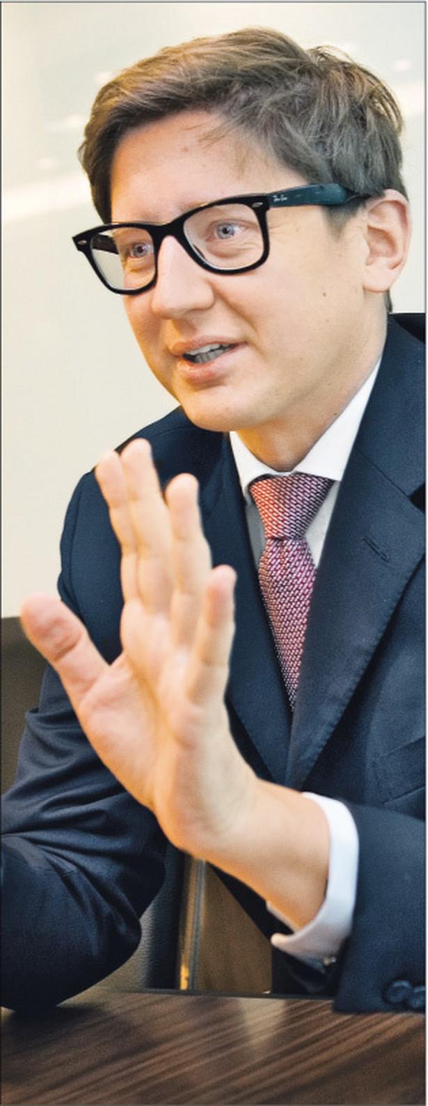 Paweł Pietkiewicz, adwokat, absolwent Wydziału Prawa i Administracji Uniwersytetu Warszawskiego. Studiował także w Belgii, na Uniwersytecie w Utrechcie w Holandii, a także na Uniwersytecie Panthéon-Assas w Paryżu. Jest partnerem kierującym departamentem postępowań spornych w warszawskim biurze CMS Cameron McKenna Fot. Wojciech Górski