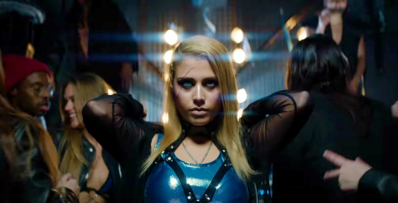 Screenshot videoclip W&W x Armin van Buuren – Ready To Rave