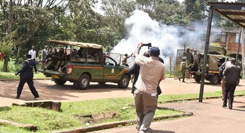 Police engaged in running battles, lobbing tear gas at protesters (Twitter)