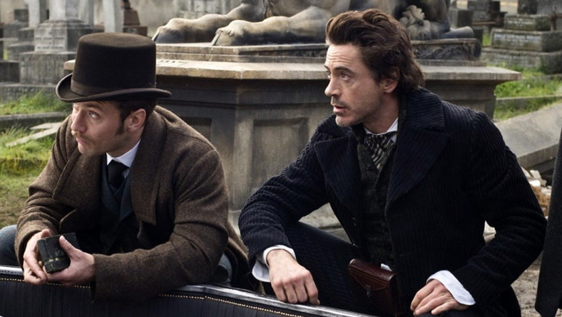 "Jude Law i Robert Downey Jr (Watson i Holmes) w ""Sherlocku Holmesie"" Guya Ritchiego"