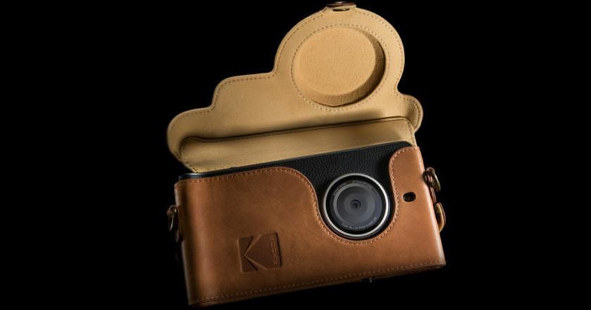Kodak Ektra nawiązuje designem do aparatu z 1941 roku. Wraz ze smartfonem dostępne będą skórzane akcesoria