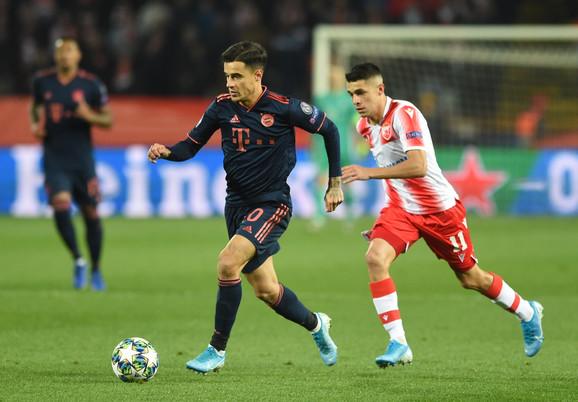 Filipe Kutinjo i Mateo Garsija u duelu na meču FK Crvena zvezda - Bajern Minhen