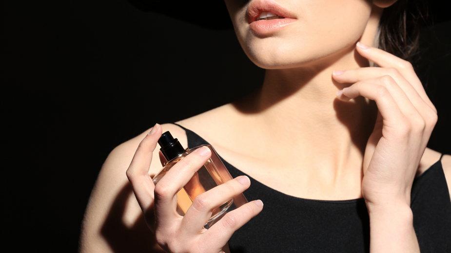 10 sposobów na to, aby perfumy pachniały dłużej