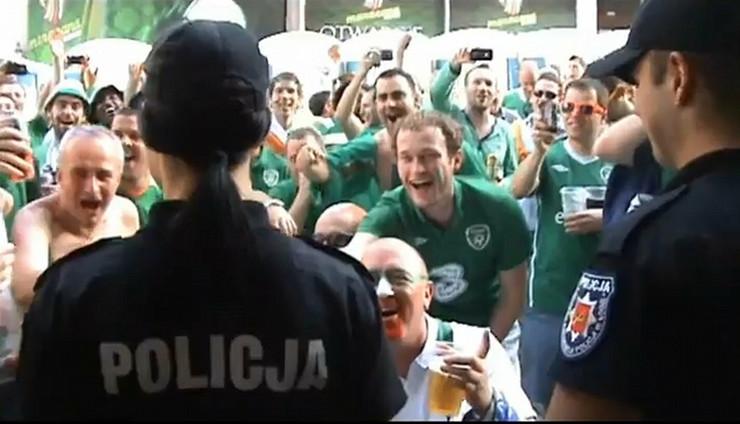 316160_policajka-poljska-euro2012-irci