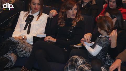 PORODILA SE PRE SAMO DVA MESECA: Svi su gledali u SEKSI NOGE Jovane Joksimović, a niko nije primetio da je Željko na koncertu sakrio OVO (VIDEO)