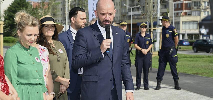 """Prezydent otwierał bulwar z ochroną. Grożą mu śmiercią. """"Zadźgam cię jak Adamowicza... Poderżnę ci ten głupi łeb"""""""