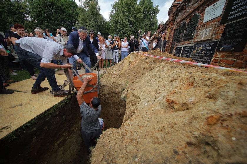 Pogrzeb zwojów Tory na Cmentarzu Żydowskim w Łodzi