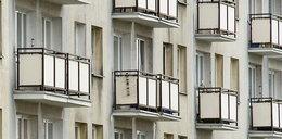Szokujące sceny w Lublinie. Kobieta wyrzucała torby z pieniędzmi