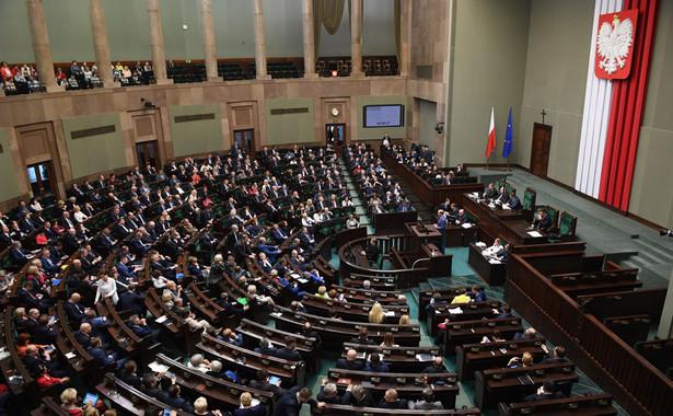 Skrócenie podstawowego terminu przedawnienia roszczenia z 10 do 6 lat - przewiduje uchwalona w piątek przez Sejm nowelizacja m.in. Kodeksu cywilnego oraz Kodeksu postępowania cywilnego