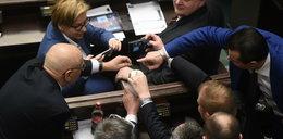Gowin palnął głupotę, internet oszalał. Nawet w Sejmie nie wytrzymali!
