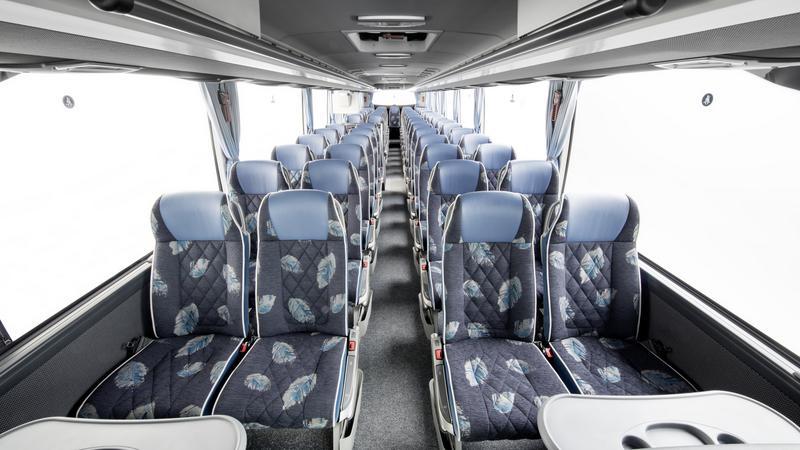Mercedes Tourismo. Wnętrze wersji dla 57 osób