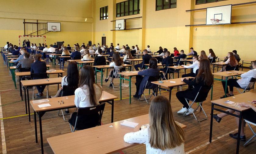 Egzamin ósmoklasisty. Posłowie KO chcą odroczenia jednej z części