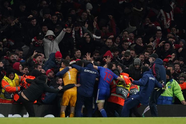 Fudbaleri Olimpijakosa nakon pobede protiv Arsenala u Londonu