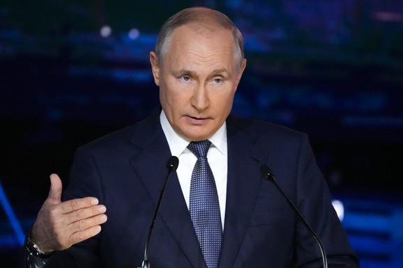 A U RUSIJI, NIŠTA NOVO Ambasador SAD se sumnjiči da se mešao u izbore, poplava lažnih listića i sajber napada. Ovo je rezultat