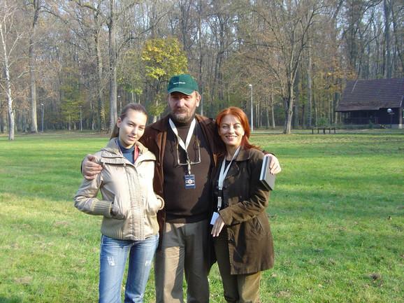 Porodica na okupu: Ljiljana, Siniša i Kalina